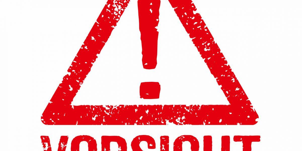 Roter Stempel auf weißem Hintergrund - Vorsicht