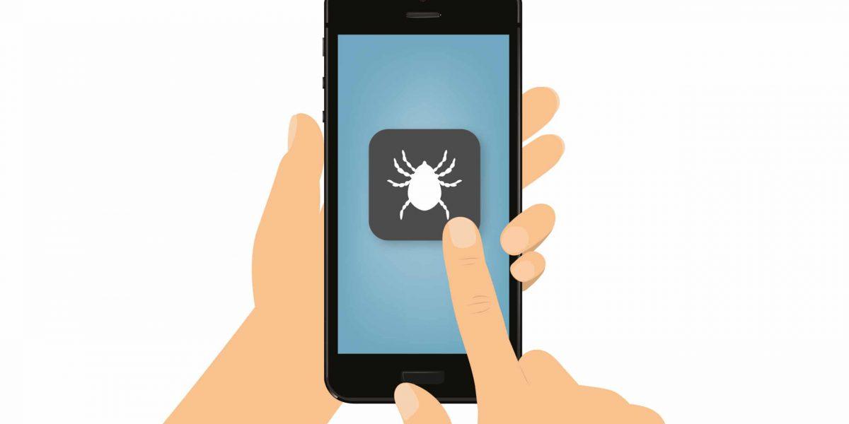 Hand tippt auf Smartphone - Zecke