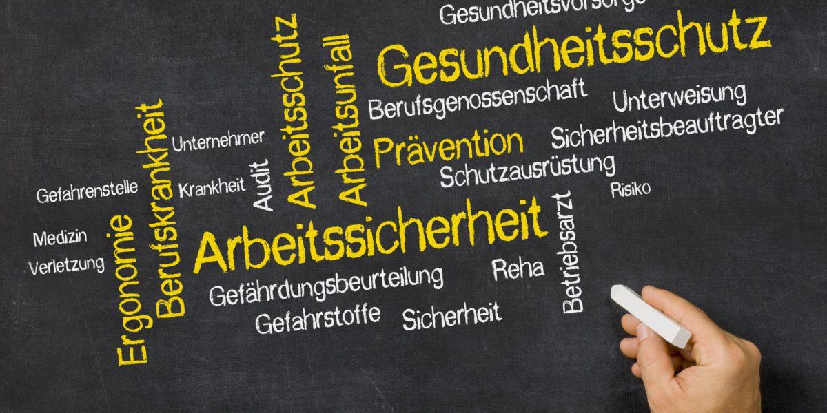 Word Cloud auf einer Tafel - Gesundheitsschutz und Arbeitssicherheit